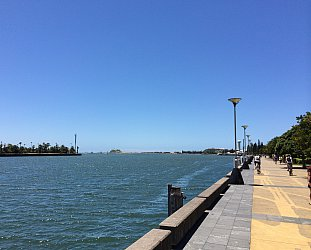 Newcastle, Australia: Walking on sunshine