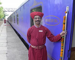 Maharashtra state, India: Riding the rail