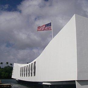 Pearl Harbor, Hawaii: Sunday morning, coming down