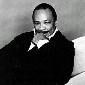 Quincy Jones: The professional in the pissoir.