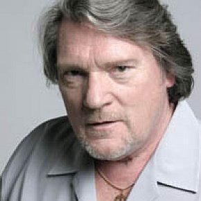 BRIAN AUGER INTERVIEWED (2002): Still on fire, still rollin down the road