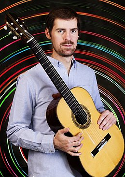 SIMON THACKER INTERVIEWED (2015): The intercultural explorer on six strings