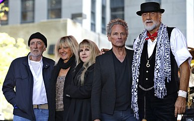 FLEETWOOD MAC, A USER'S GUIDE (2015): Long distance players