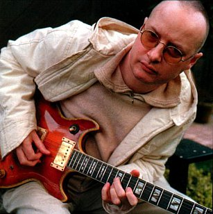 XTC's ANDY PARTRIDGE INTERVIEWED: A man in the middle ages (1999)
