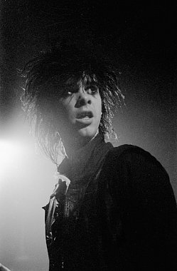 GUEST WRITER AND PHOTOGRAPHER JONATHAN GANLEY on Nick Cave and the Birthday Party at Mainstreet, 1983